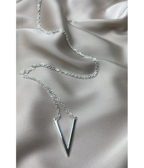 Срібний ланцюг з підвіскою літера V