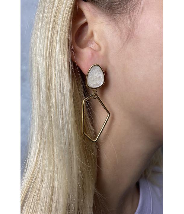 Сережки асиметричні золоті з мармуровую білою вставкою