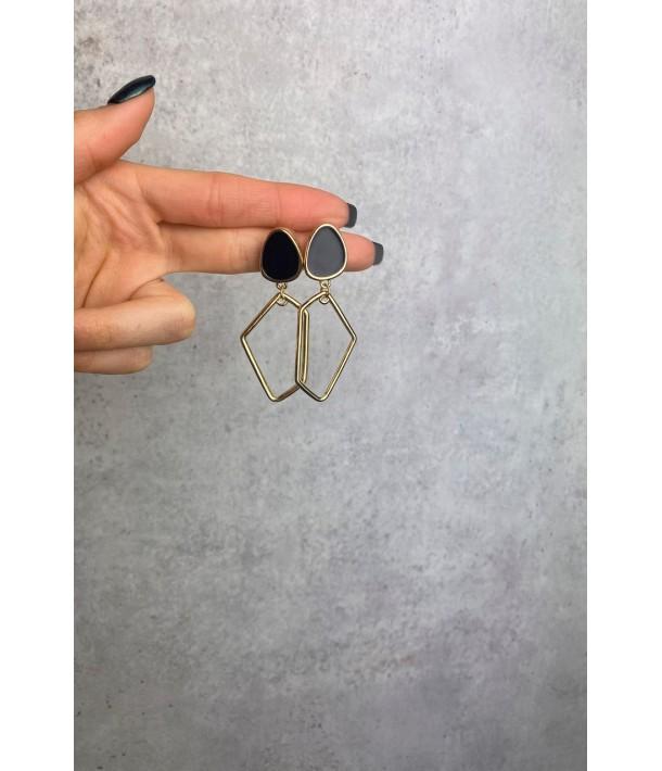 Асиметричні золоті сережки з мармуровою чорною вставкою
