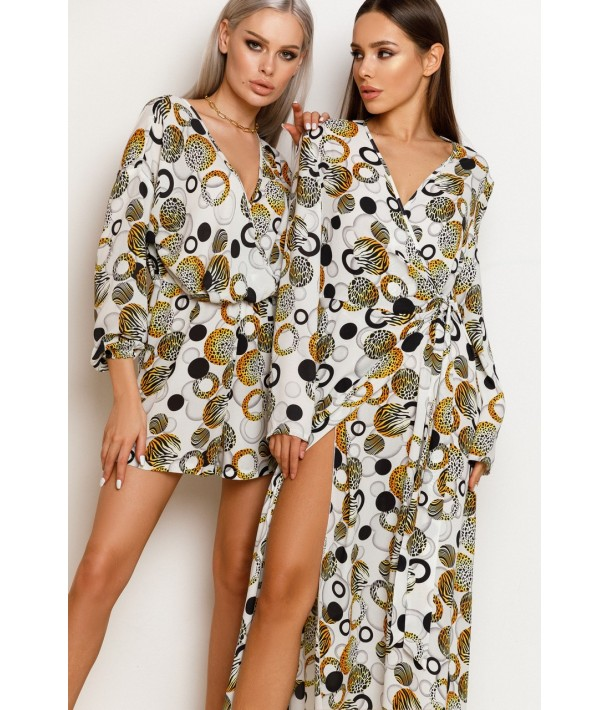 Молочное платье на запах с желто-черной абстракцией