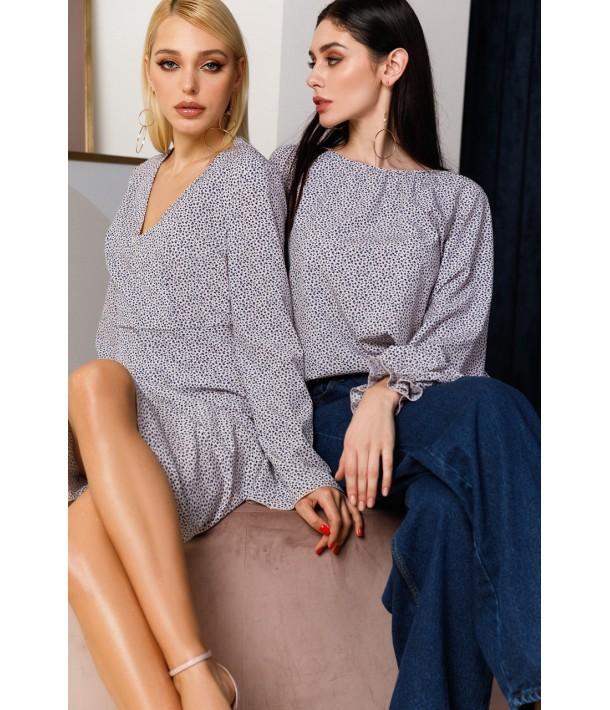 Светло-кремовая блуза с принтом мелкоцвет