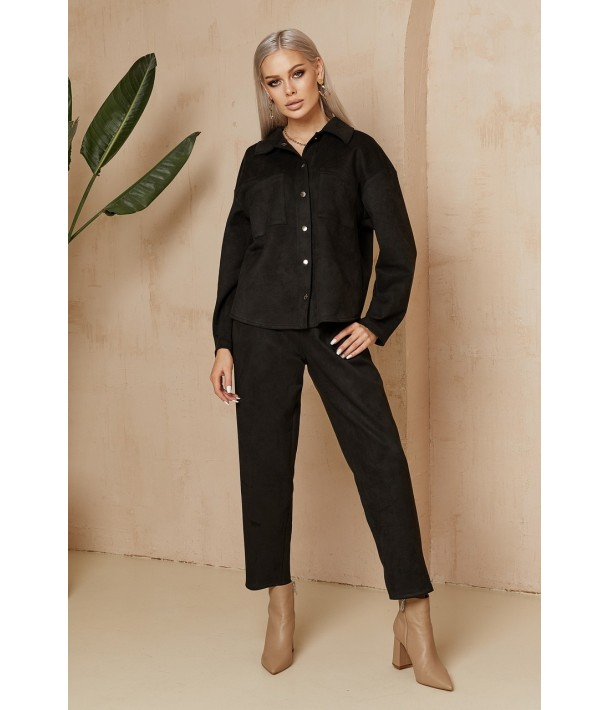 Жіночий замшевий костюм чорний