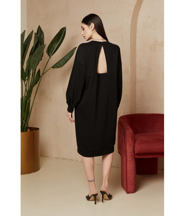 Черное трикотажное платье-свитшот с треугольным вырезом