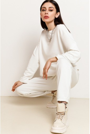 Молочный трикотажный костюм (свитшот и брюки)