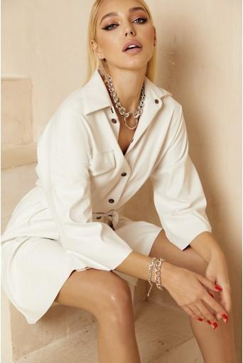 Молочное платье-рубашка мини из эко-кожи