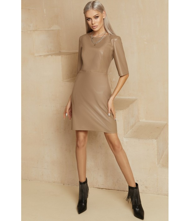 Платье-футляр мини из эко-кожи в цвете латте