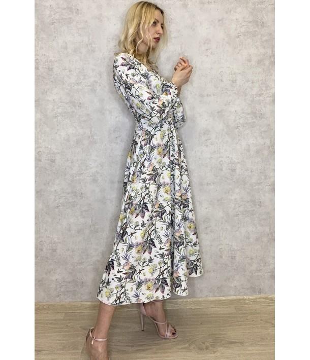 Молочна сукня на запах з об'ємними рукавами в квітковий принт