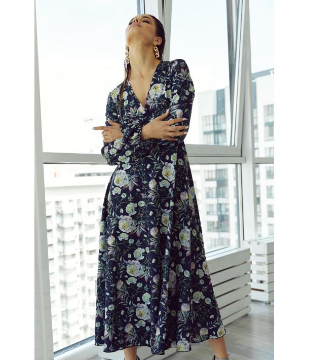 Темно-синя сукня на запах з об'ємними рукавами в квітковий принт