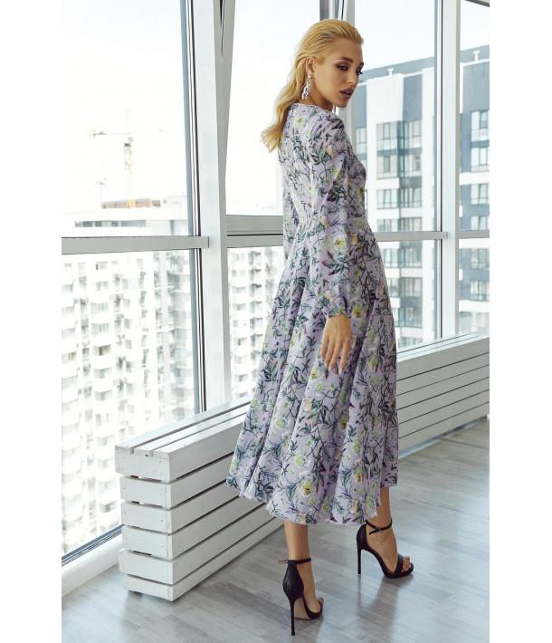 Лавандовое платье на запах с объемными рукавами в цветочный принт