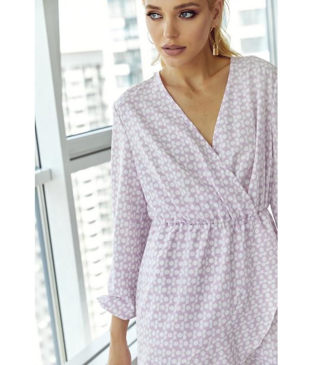 Лавандовое мини платье на запах в молочные круги