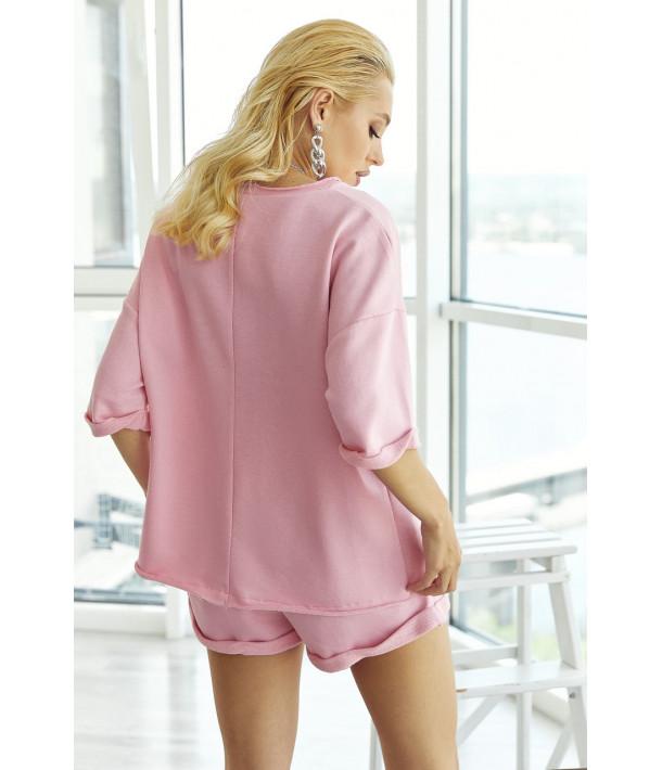 Рожевий трикотажний костюм з футболкою і шортами