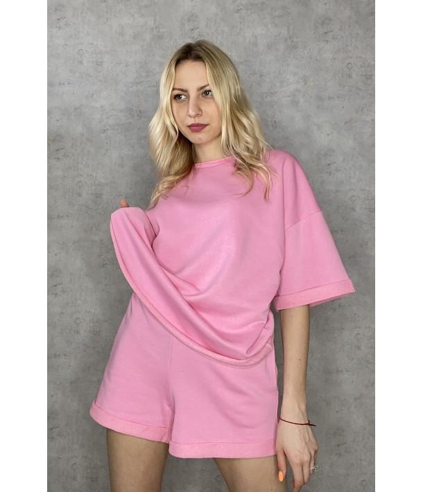 Розовый трикотажный костюм с футболкой и шортами