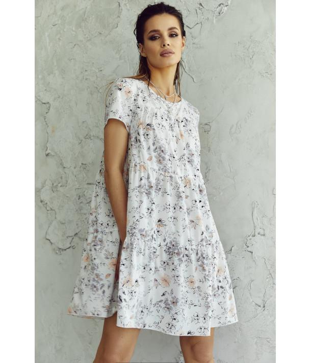 Платье ярусное с коротким рукавом в мелкий принт на молочном