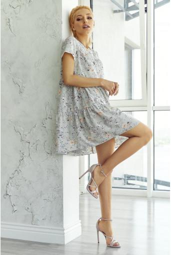 Платье ярусное с коротким рукавом в мелкий принт на графитовом