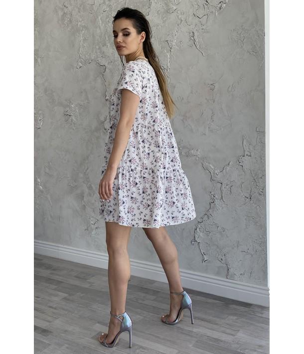 Платье ярусное с коротким рукавом в цветочный принт на молочном