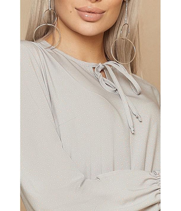 Сіра сукня з зав'язками в дрібний пудровий горох