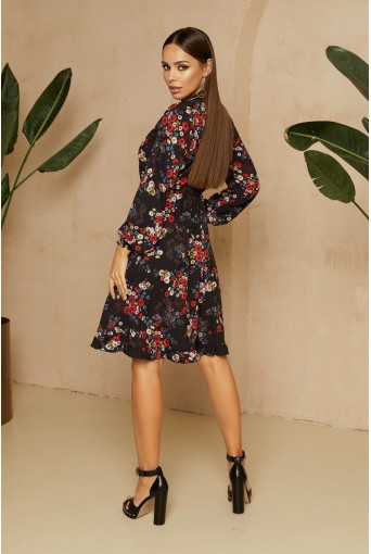 Черное платье с завязками в яркий цветочный принт