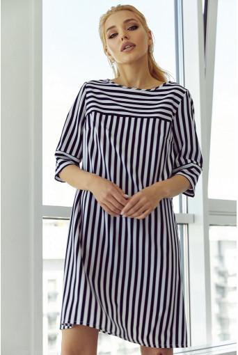 Платье-трапеция с принтом в бело-синюю полоску