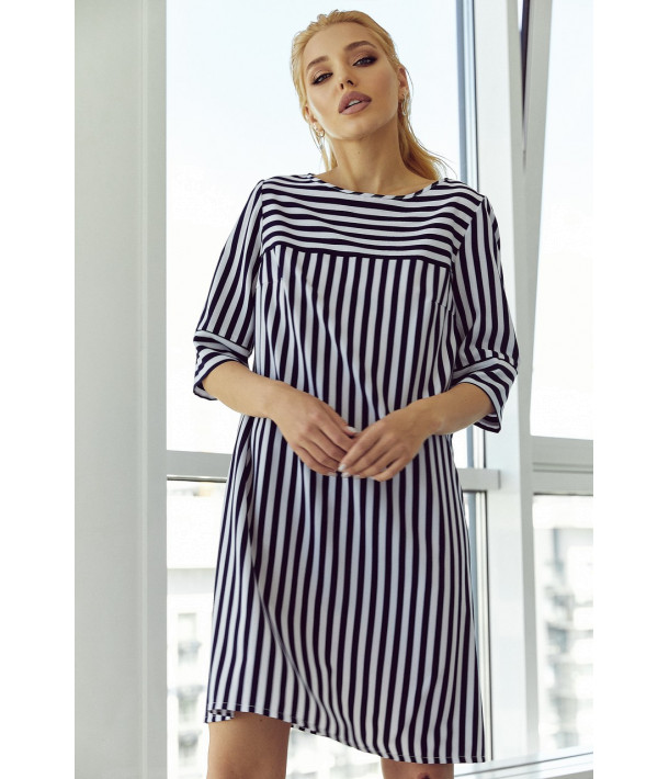 Сукня-трапеція з принтом в біло-синю смужку
