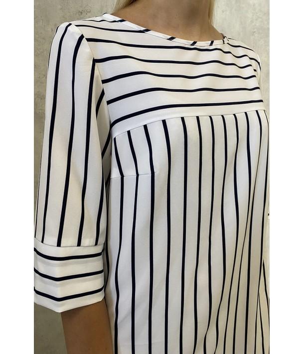 Сукня-трапеція з принтом в тонку біло-синю смужку