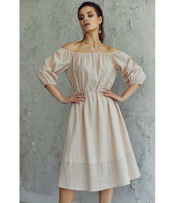 Бежева сукня прошва з відкритими плечима