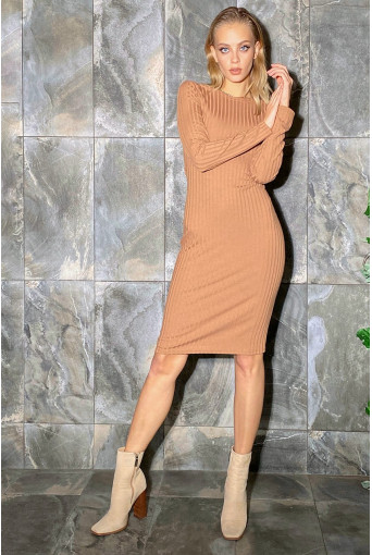 Платье-футляр трикотаж широкий рубчик кемэл